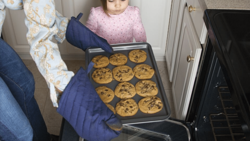 This image has an empty alt attribute; its file name is baking-pan-sets-1024x576.png