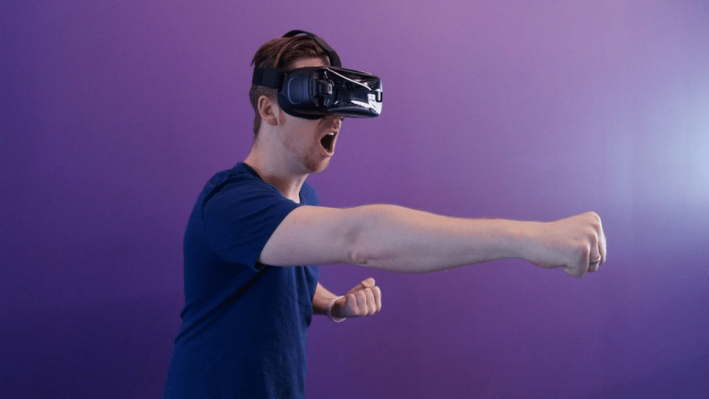 This image has an empty alt attribute; its file name is virtual-reality-headset-for-iPhone-1024x576.png