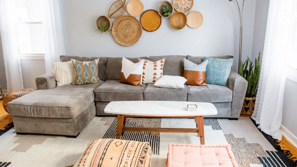 This image has an empty alt attribute; its file name is best-decor-pillows-1024x576.png