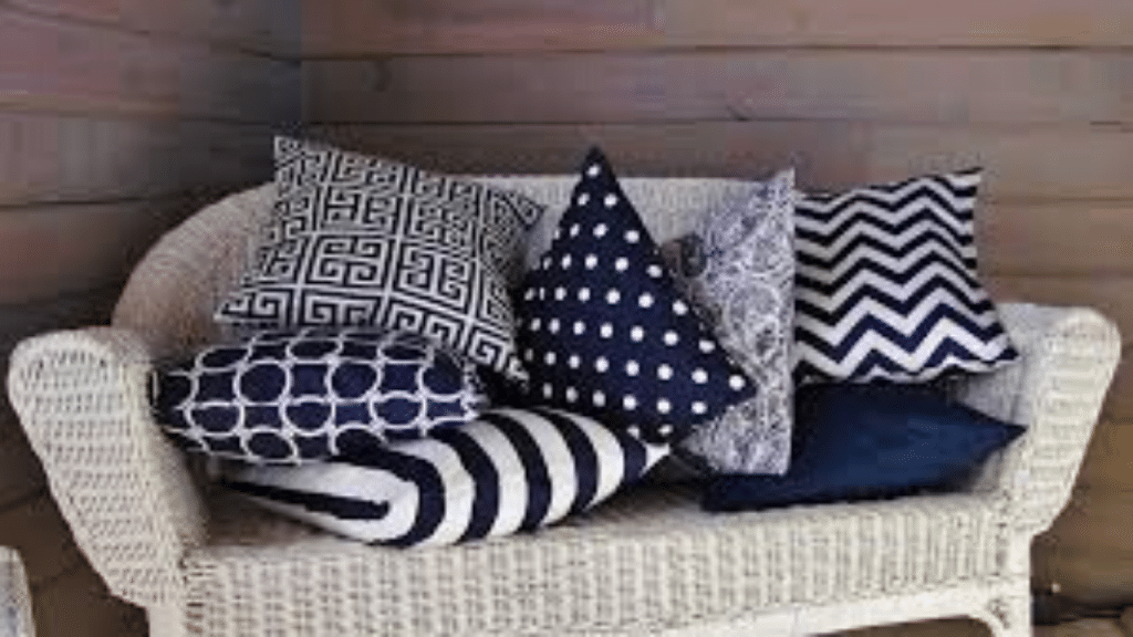 This image has an empty alt attribute; its file name is best-decorative-pillows-for-bed-1024x576.png