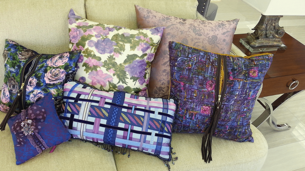 This image has an empty alt attribute; its file name is decor-pillows-1024x576.png