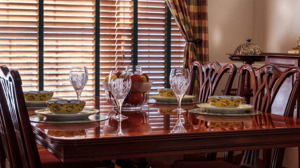 This image has an empty alt attribute; its file name is dinnerware-set-without-mugs-1024x576.png
