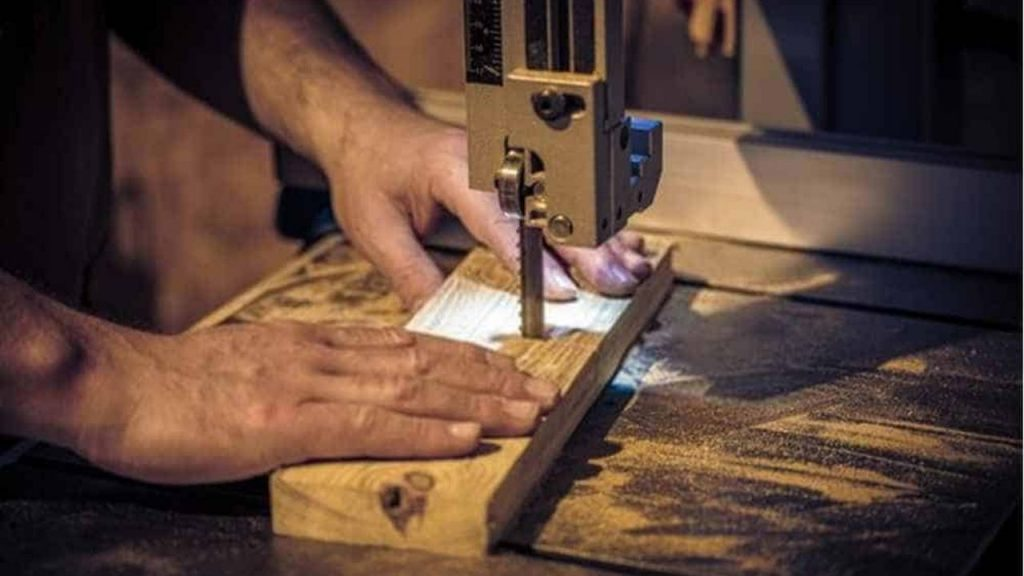 Top 10 Best Band Saws: Buyer's Guide and Review 1