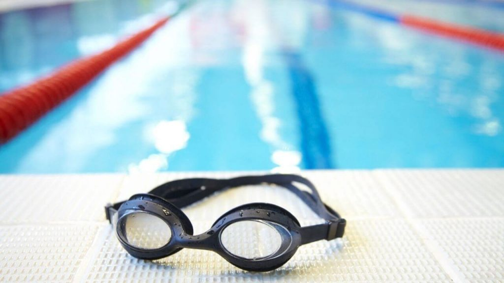 Cleaning of best outdoor swimming goggles
