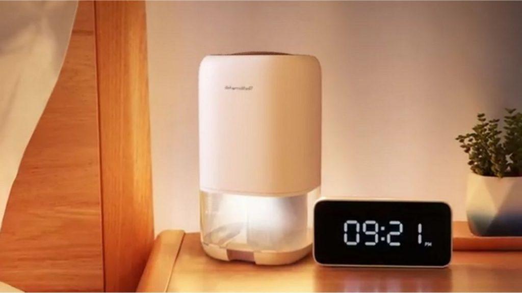 Cordless mounted dehumidifier for bathroom
